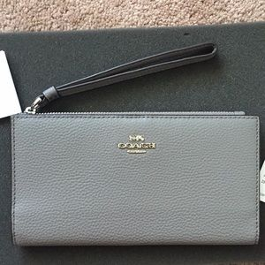 NWT Coach Pebble Leather Long Wallet RV$178
